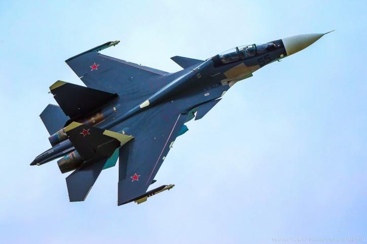 Размещено видео как истребитель Су-30СМ точным попаданием разнес корабль